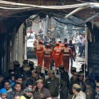 New Delhi, un incendio in una fabbrica uccide almeno 43 persone