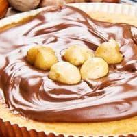 Nocciola: il frutto della felicità, buono da solo, irresistibile col cioccolato