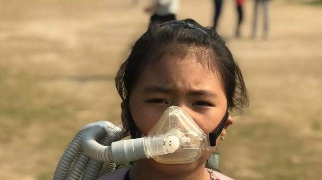"""L'attivista indiana di 8 anni:  """"Soldi all'ambiente non alle armi"""""""