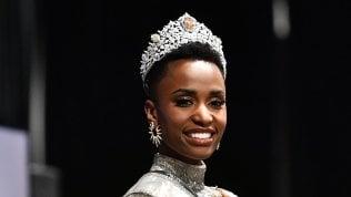 """La rivoluzione di Zozibini Tunzi, nuova Miss Universo: """"Le donne con la mia pelle e i miei capelli non erano considerate belle"""""""