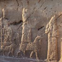 Tornano alla luce gli dei dell'antica Mesopotamia: scoperti rilievi rupestri d'epoca...
