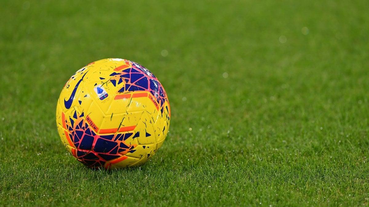 Serie A: Epifania con Napoli-Inter, derby di Roma il 26 gennaio alle 18