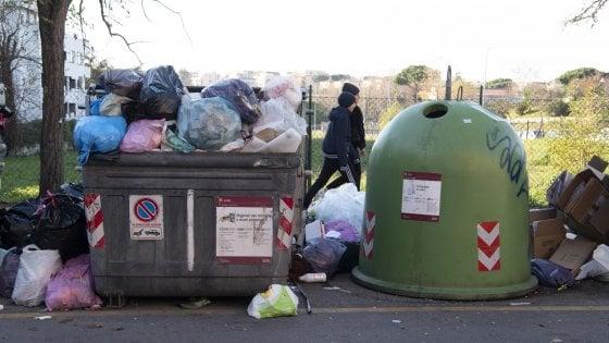 Tornano a crescere i rifiuti urbani, ne produciamo 500 kg a testa