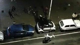 """Battaglia notturna a colpi di rifiuti, """"Scene di ordinaria follia"""""""