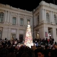 Reggio Calabria, l'eco-albero dell'Ail cucito a mano