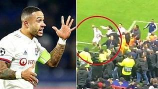 Tifoso espone striscione razzista: il capitano si scaglia contro di lui