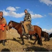 Mongolia, il figlio di Trump uccide pecora simbolo della nazione: il governo non batte...