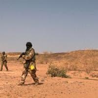 Niger, assalto jihadista: uccisi 72 soldati, cancellato vertice con la Francia. Isis...