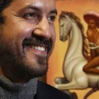 Quel ritratto di Zapata che fa infuriare i messicani: sombrero rosa e tacchi alti