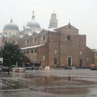 Maltempo, arriva la tempesta di Santa Lucia: scuole chiuse a Roma e Napoli, neve a Milano