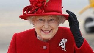 La regina Elisabetta cerca un social media manager su LinkedIn