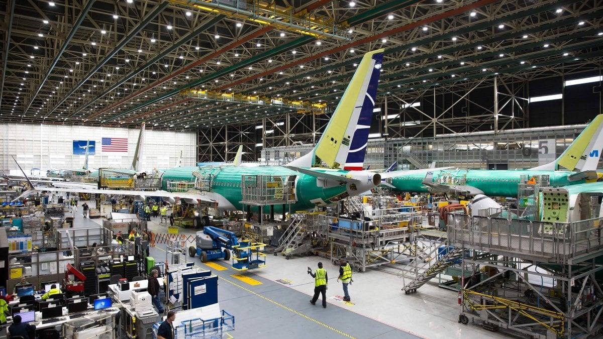 Boeing, continua la maledizione dei 737 Max: verso uno stop alla produzione