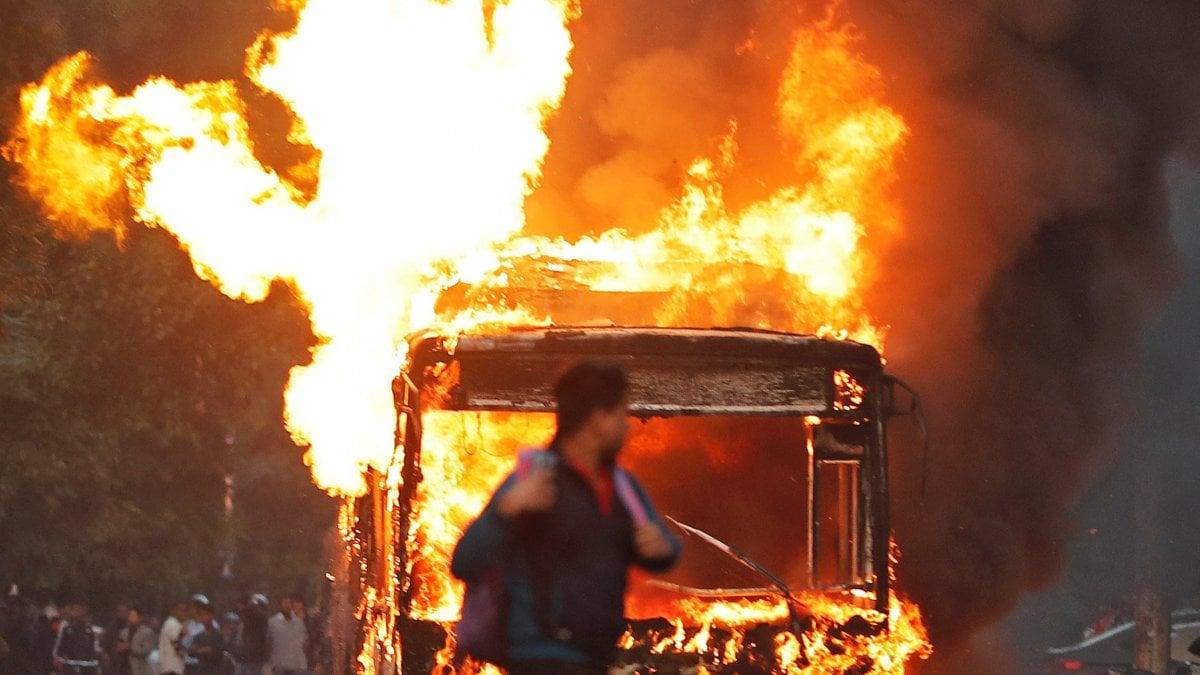 India, proteste contro legge sulla cittadinanza voluta dal premier Modi: 6 morti in scontri di piazza