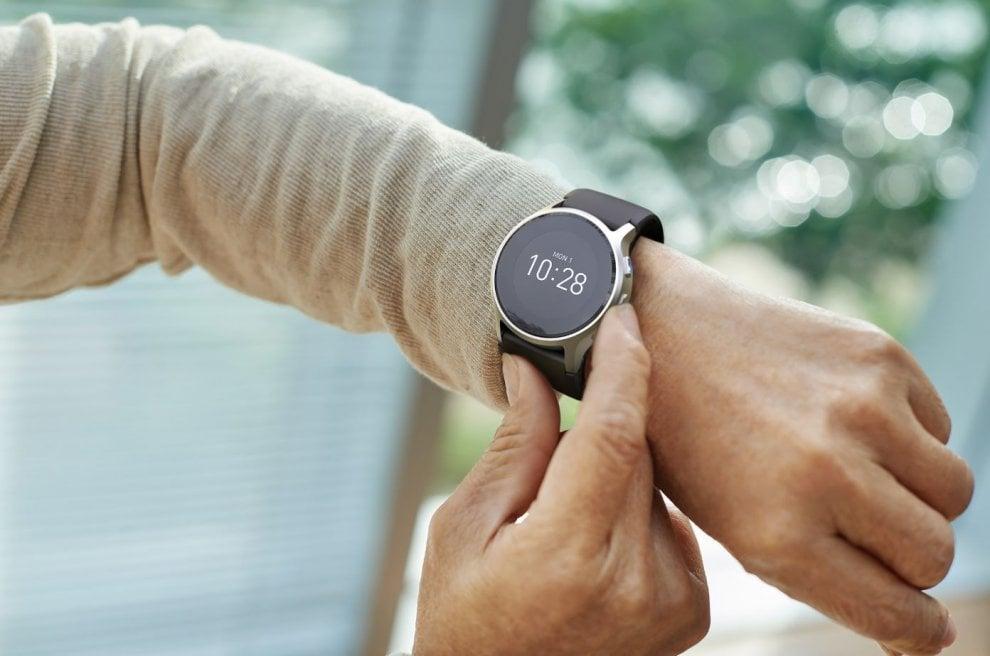 Omron HeartGuide, lo smartwatch che monitora la pressione arteriosa