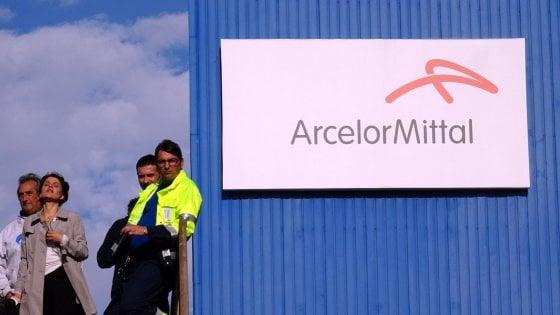 Ex Ilva, accordo tra Arcelor Mittal e i commissari: Tempo fino al 31 gennaio per rivedere il contratto.  Critiche dai sindacati