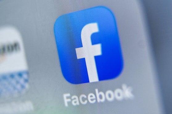 Facebook e Twitter, stop a rete di account pro-Trump: falsi profili con l'intelligenza artificiale
