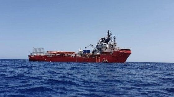 Migranti, destinazione Taranto per i 162 della Ocean Viking