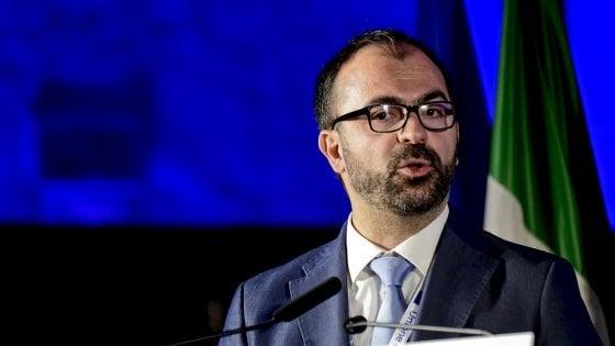 Governo, pochi fondi per l'istruzione: il ministro Fioramonti si dimette con una lettera a Conte