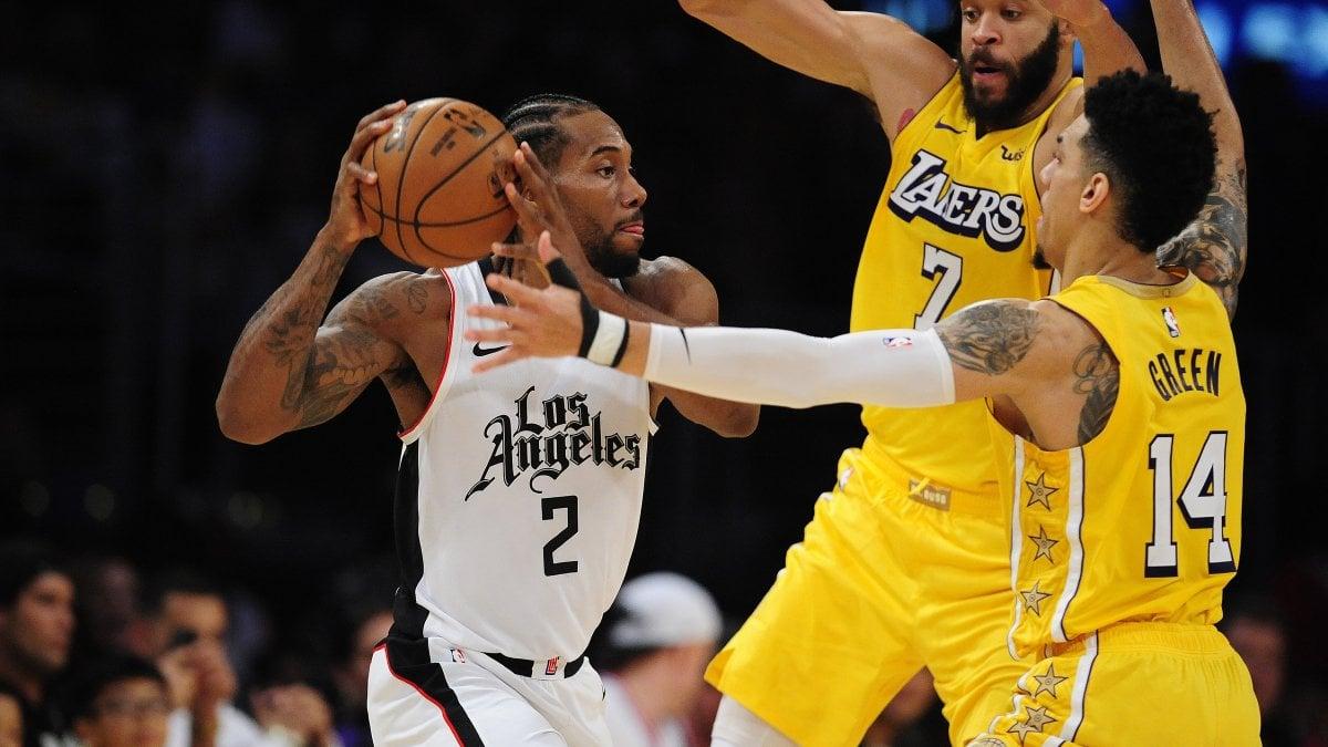 Basket Nba, il derby di Los Angeles è dei Clippers. Golden State batte Houston, ok Boston e Philadelphia