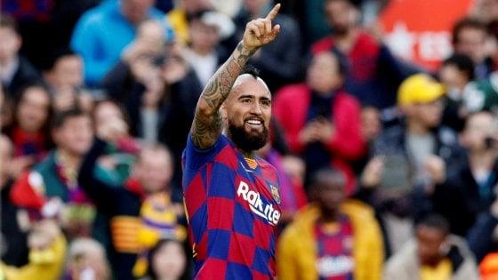 """Premi non pagati, Vidal denuncia il Barcellona. La replica del club: """"Non gli dobbiamo nulla"""""""