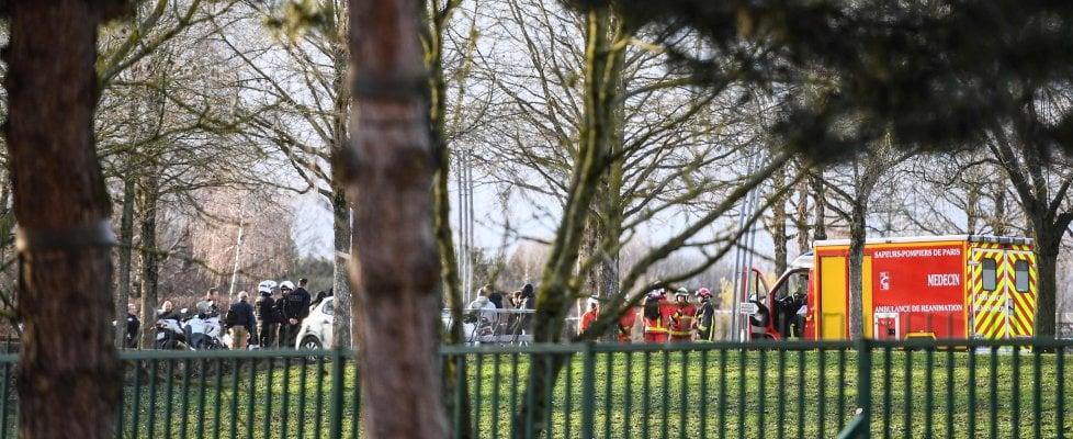 Parigi, passanti accoltellati a VilleJuif: un morto e due feriti. Ucciso l'aggressore