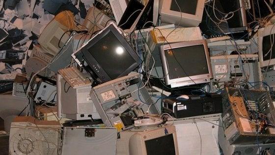 Oltre 122 mila tonnellate di rifiuti elettronici