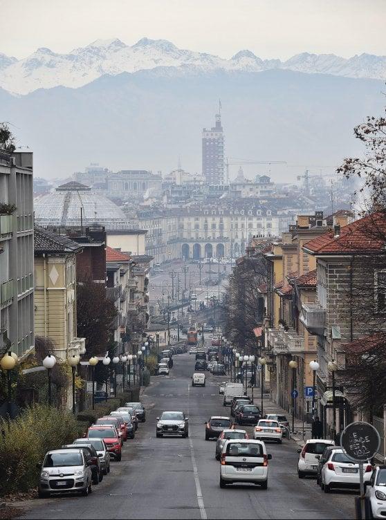 Le polveri sottili assediano il Nord, stop alle auto in Piemonte, Lombardia e Veneto.