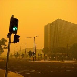 Australia, oltre 180 persone denunciate e 24 arrestate per incendio doloso. Wwf: un miliardo di animali uccisi da fiamme