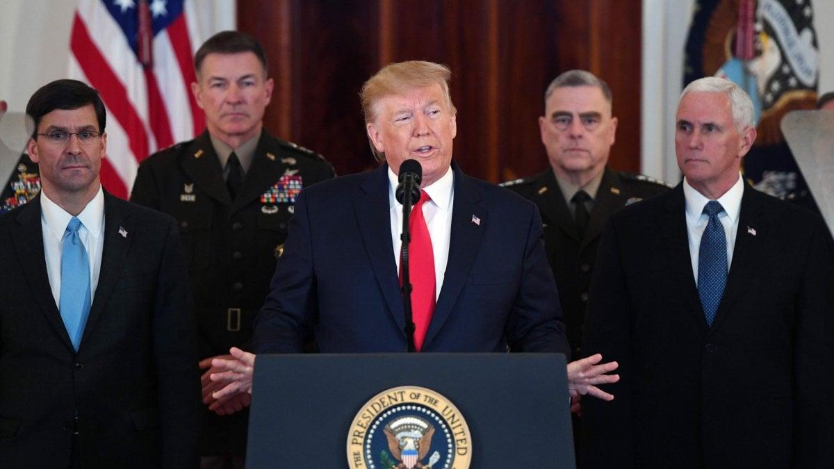 """Iran, Donald Trump: """"Sembra che Teheran stia indietreggiando"""" e minaccia sanzioni"""