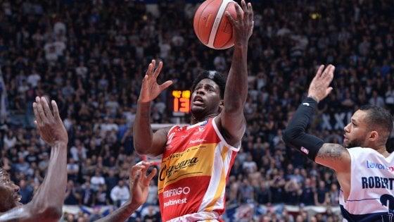 Basket, serie A: Brescia non sbaglia a Reggio Emilia. Finalmente Pesaro; vince dopo 16 ko in fila