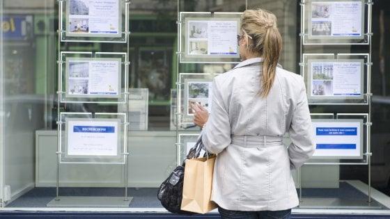 Casa, per comprare servono in media 1.885 euro al metro. Boom di Milano, cala Roma
