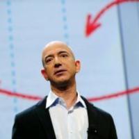 """Australia, Bezos dona 690 mila dollari. Il miliardario criticato sui social: """"Li guadagna..."""