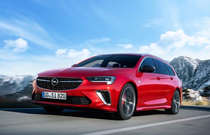 Opel Insignia GSi, l'ammiraglia tutta muscoli
