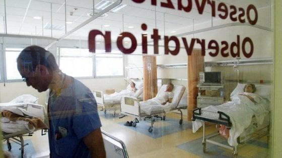 Polmonite, ospedali super affollati: come riconoscerla e affrontarla