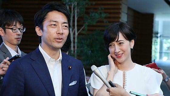 La rivoluzione del ministro Koizumi: due settimane a casa in congedo di paternità