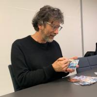 Gaiman, lo scrittore che salvò la libreria con un tweet