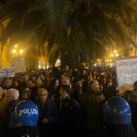 Regionali in Calabria, Salvini contestato a Lamezia sulle note di Bella ciao. E lui:...