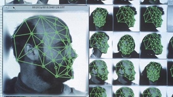Riconoscimento facciale, l'Ue frena: al vaglio bando per 5 anni