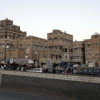 Yemen, attacco houthi alla moschea durante la preghiera: almeno 83 morti