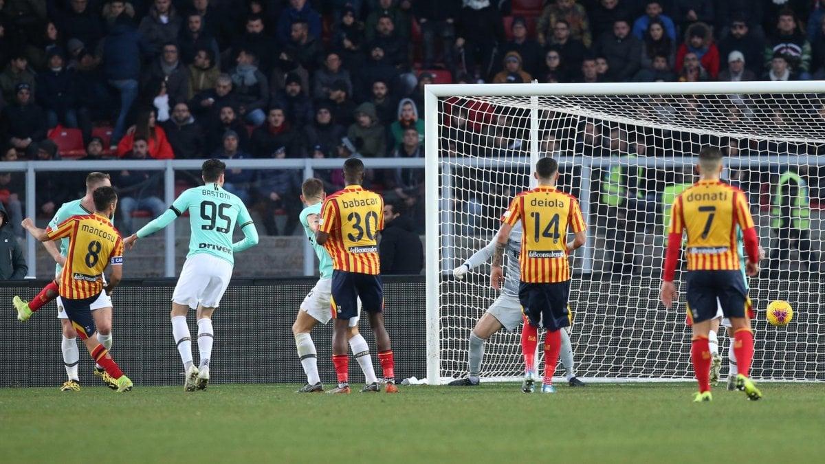Lecce-Inter 1-1, Mancosu replica a Bastoni: frenata nerazzurra