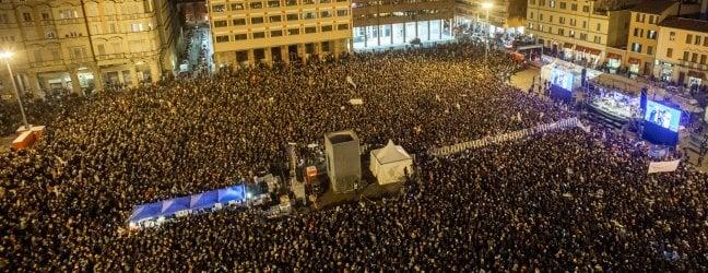 """Sardine a Bologna: """"Siamo quarantamila, tanta gente in piazza è già una vittoria""""live"""