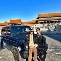 Cina, la sfacciataggine di due ragazze ricche: in Suv nella Città Proibita