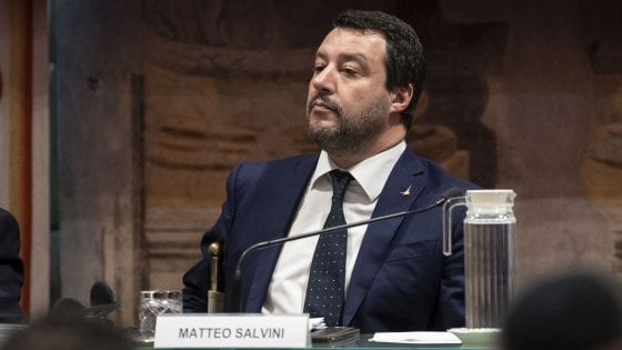 Caso Gregoretti, in Giunta con i voti della Lega via libera al processo per Salvini. La maggioranza diserta la seduta