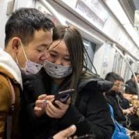 Cina, ansia e mascherine: tra i pendolari del Capodanno sul treno per Wuhan, città culla...