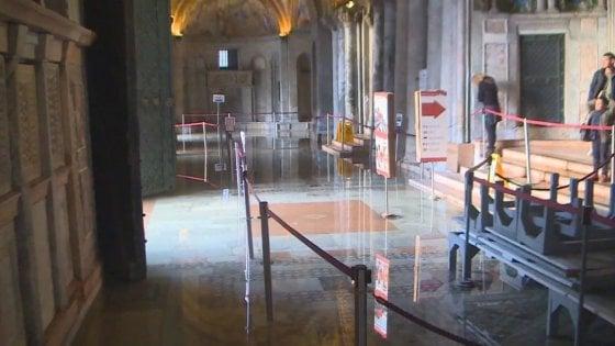 San Marco in una teca, lastre di vetro come scudo all
