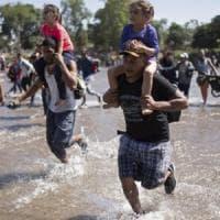 """Migranti bloccati prima dell'arrivo in Messico: """"Non sarà terra di transito"""". Il muro di..."""