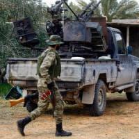 """Libia, Onu: """"Accettate Berlino"""". Haftar viola la tregua: sei razzi contro aeroporto"""