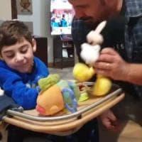Disabili, il 'papà fortunato' da 100mila follower: 'Diamo uno stipendio ai caregiver'