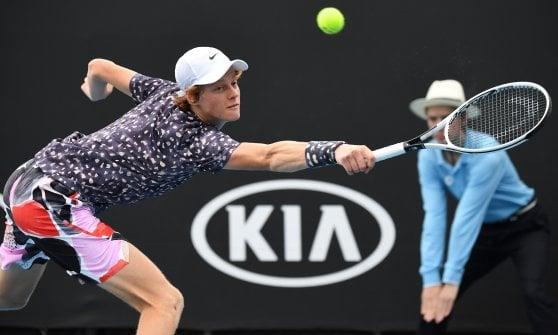 Tennis, Australian Open: Fognini al terzo turno. Delusione Berrettini, fuori anche Sinner. Tutto facile per Djokovic e Federer