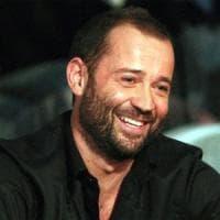"""Blitz di Salvini al citofono, Fabio Volo lo critica: """"Vai a suonare ai camorristi se hai..."""